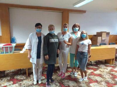 Zdravotníci z Levíc otestovali zamestnancov úradu práce