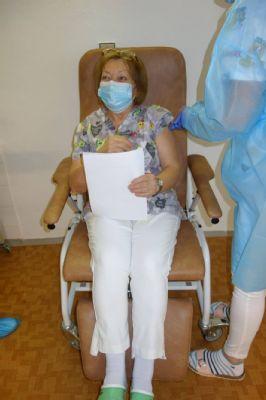 Levická nemocnica je jedným z vakcinačných centier. Zaočkovali už  zdravotníkov.